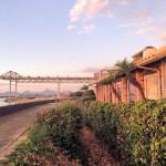 愛媛の海沿いレストラン「クラブハウス」で夕日を眺め味わう洋食