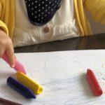 初めてのお絵かき!1歳半の娘が使っているクレヨンはこれ!
